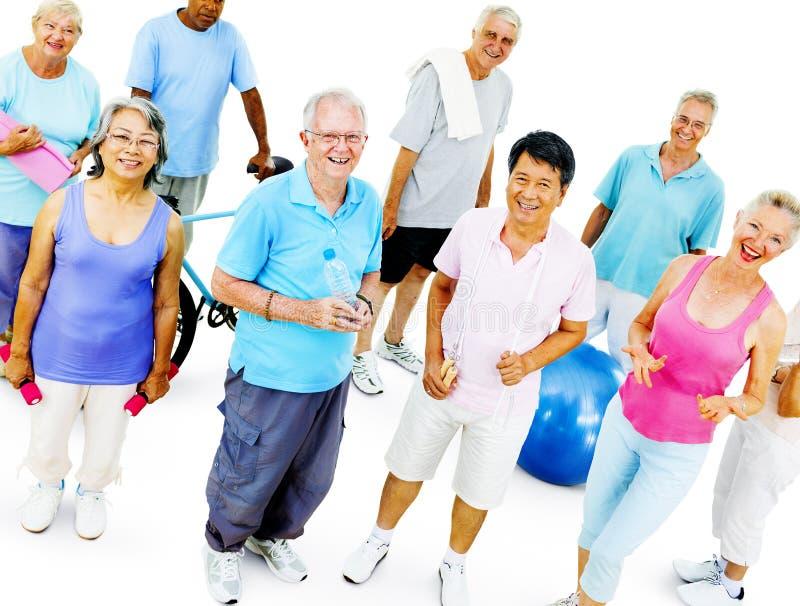 Starszej Dorosłej ćwiczenie aktywności treningu Zdrowy pojęcie zdjęcia stock