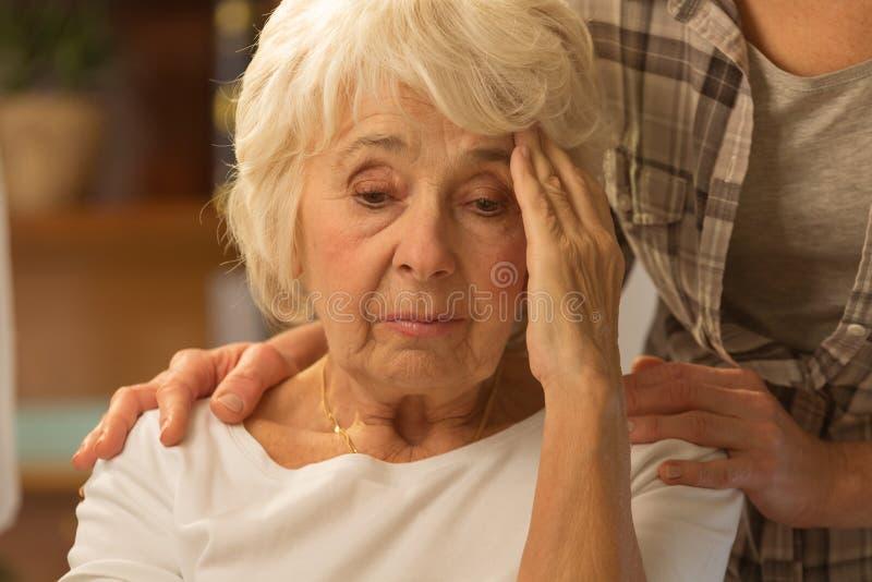 Starszej kobiety czuciowa niewygoda zdjęcie stock