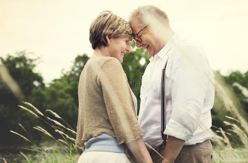 Starszej Starszej pary miłości Romansowy pojęcie fotografia royalty free