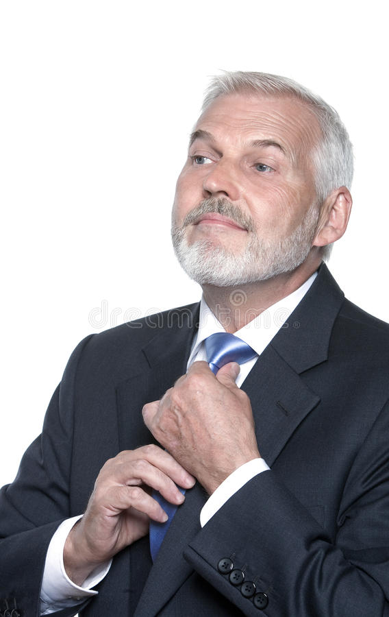 Starszy biznesmena portret przystosowywa krawat zdjęcia royalty free