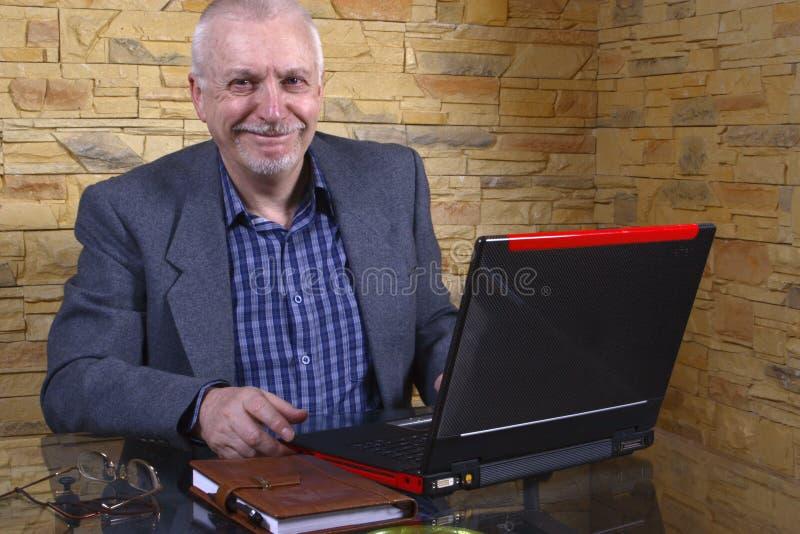 starszy człowiek laptopie interes obrazy royalty free