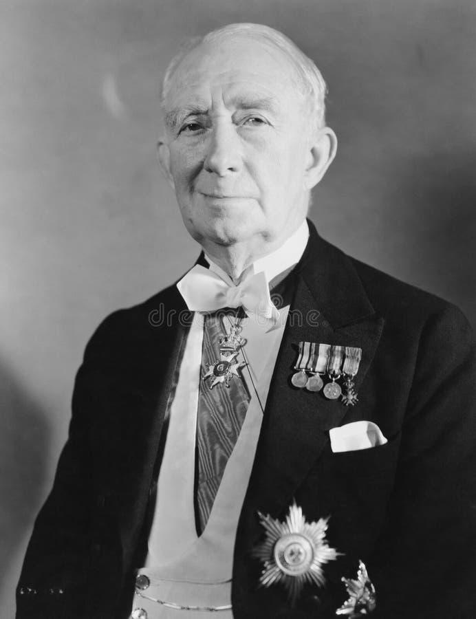 Starszy dyplomata z klatką piersiową pełno medale (Wszystkie persons przedstawiający no są długiego utrzymania i żadny nieruchomo fotografia stock