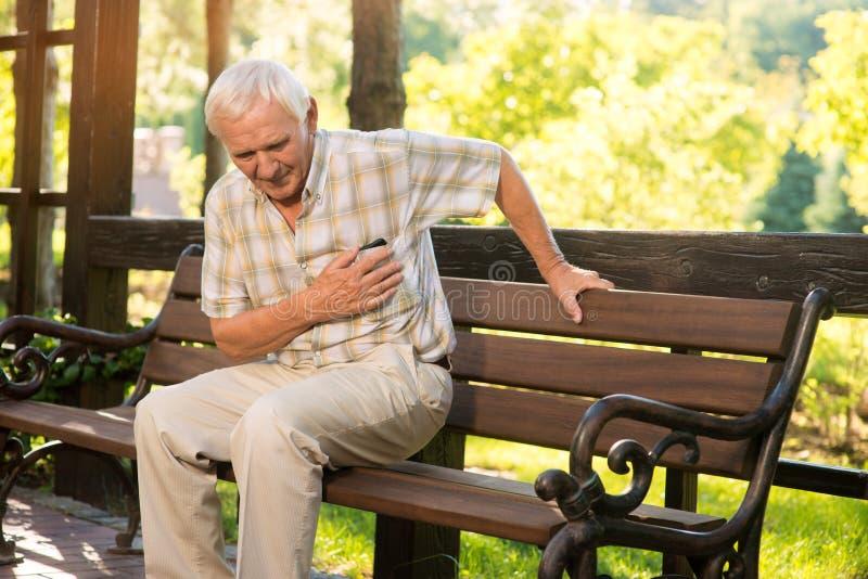 Starszy facet zawał serca zdjęcie royalty free