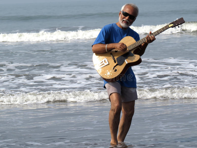 Starszy gitarzysta fotografia stock