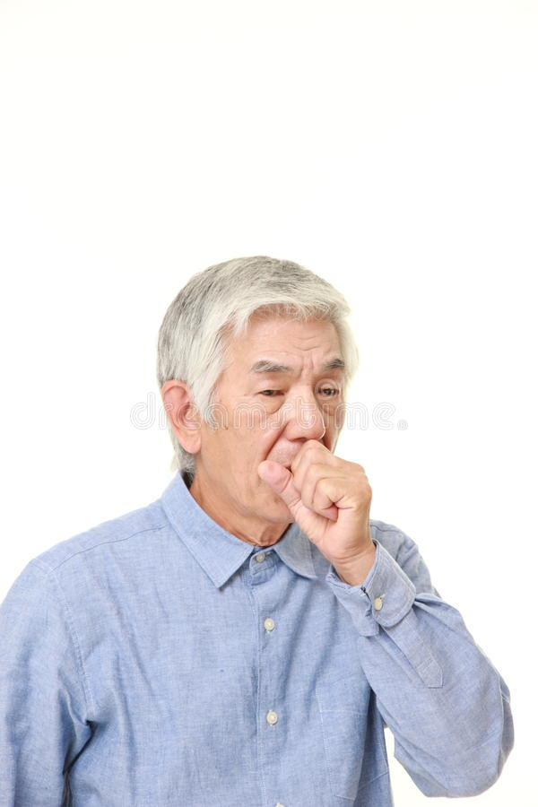 Starszy Japoński mężczyzna kasłać fotografia stock