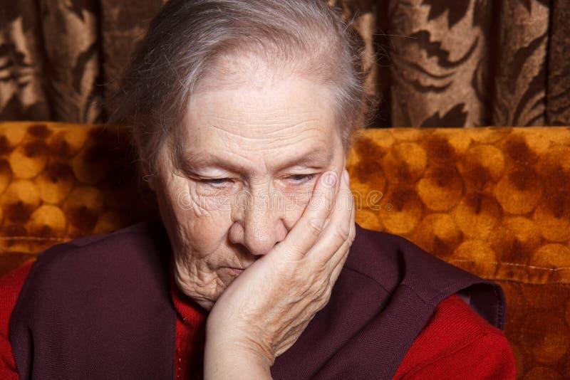 Starszy kobiet myśleć zdjęcie stock