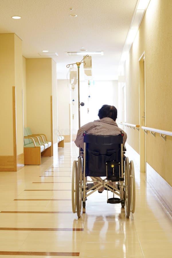 Starszy kobieta pacjent na wózku inwalidzkim obrazy stock