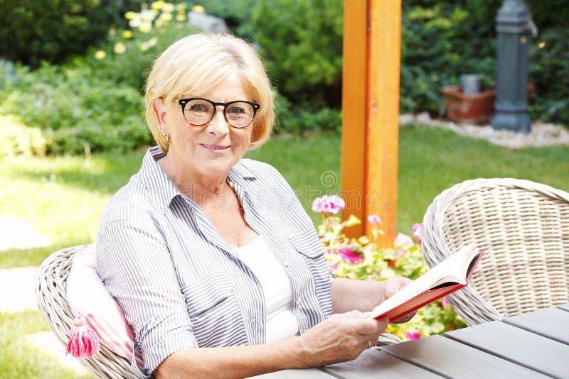 Starszy kobieta portret zdjęcie royalty free