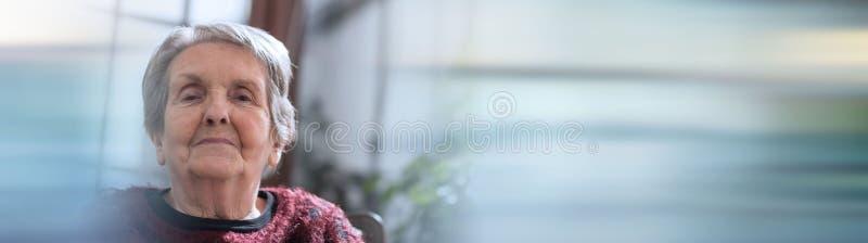 Starszy kobieta portret sztandar panoramiczny zdjęcie royalty free