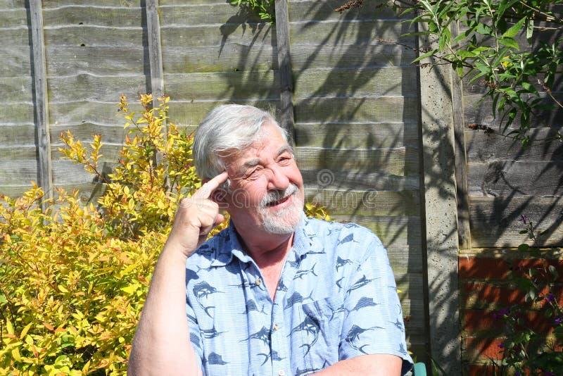 Starszy mężczyzna mówi myśl obrazy royalty free