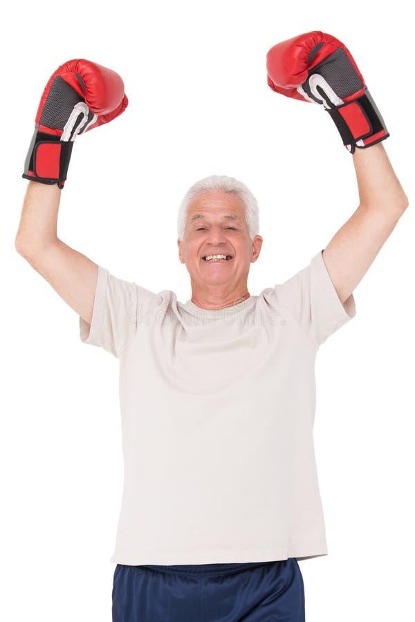 Starszy mężczyzna w bokserskich rękawiczkach fotografia royalty free