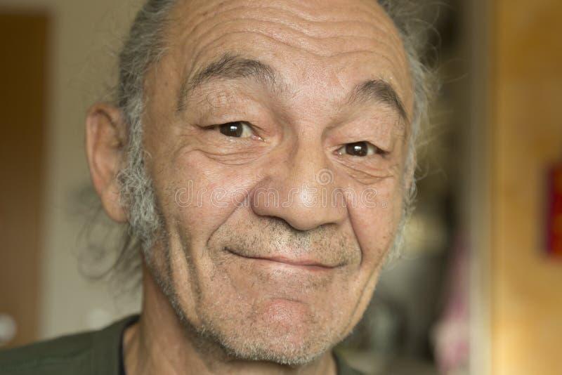 Starszy mężczyzna z uśmiechem zdjęcia royalty free