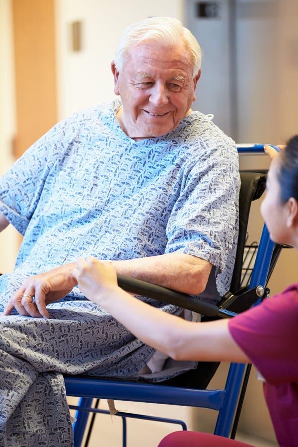 Starszy Męski pacjent Pcha W wózku inwalidzkim pielęgniarką obrazy royalty free