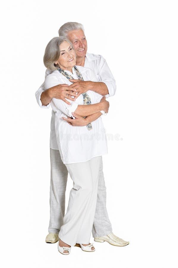 Starszy pary przytulenie odizolowywaj?cy na bia?ym tle, pe?na d?ugo?? obrazy stock