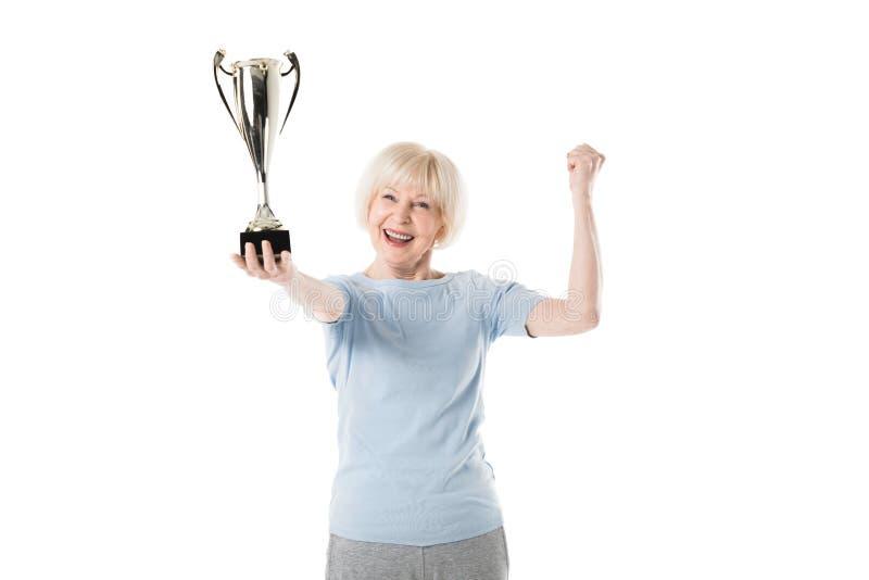 Starszy sportsmenki mienia trofeum w ręce obraz stock