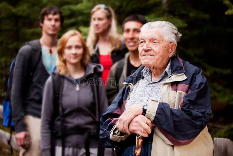 starszych osob przewdonika mężczyzna wycieczka turysyczna zdjęcie stock