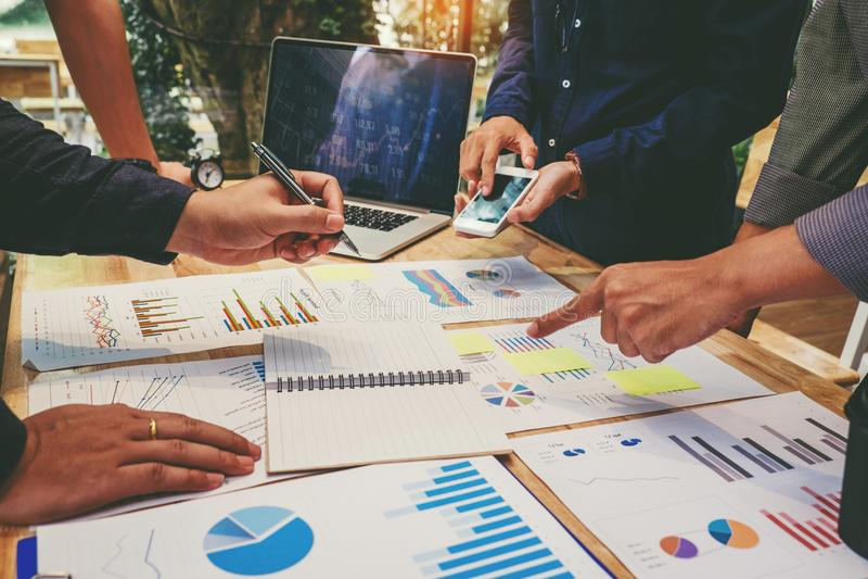Start commerciële teamcollega's die Planningsstrategie Analy ontmoeten royalty-vrije stock fotografie