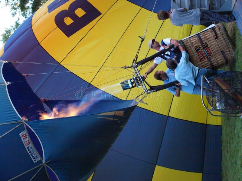 Start eines Ballons, Naleczow, Polen lizenzfreies stockbild