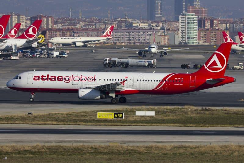 Start för AtlasGlobal flygbuss A321 arkivfoto