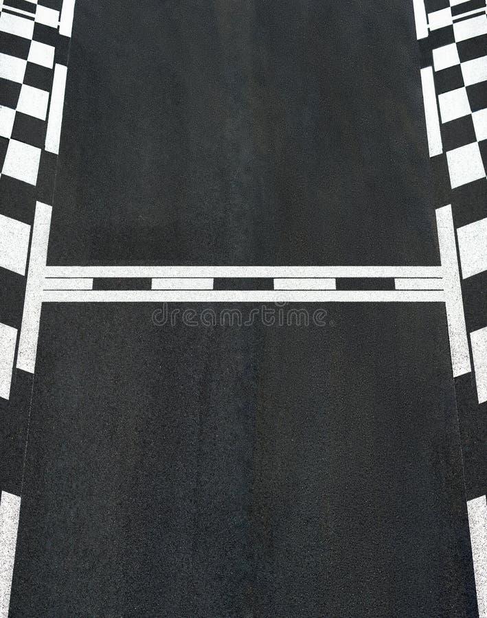 Start- och fullföljandelopplinje strömkrets för asfalttexturgrand prix fotografering för bildbyråer