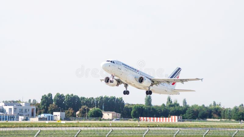 Start Passagier-Flugzeug-Airbusses A319 lizenzfreies stockbild