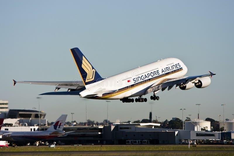 Start Singapore Airlines Airbus A380. lizenzfreies stockbild