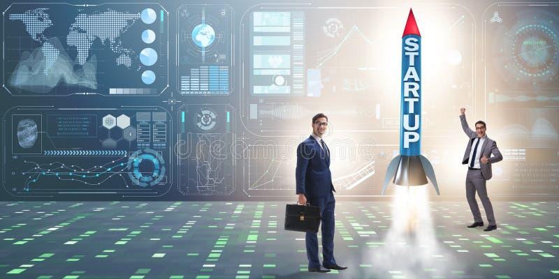 Start-up концепция с ракетой и бизнесменом стоковое изображение