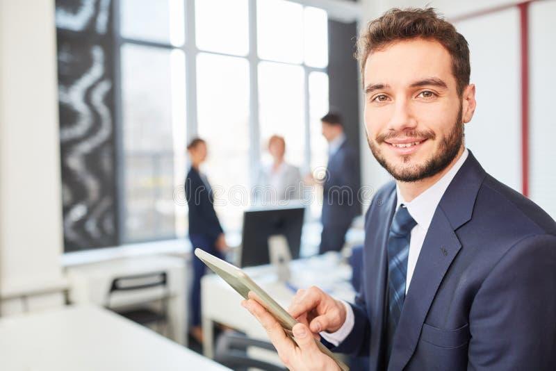 Start-up основатель с планшетом стоковое фото rf