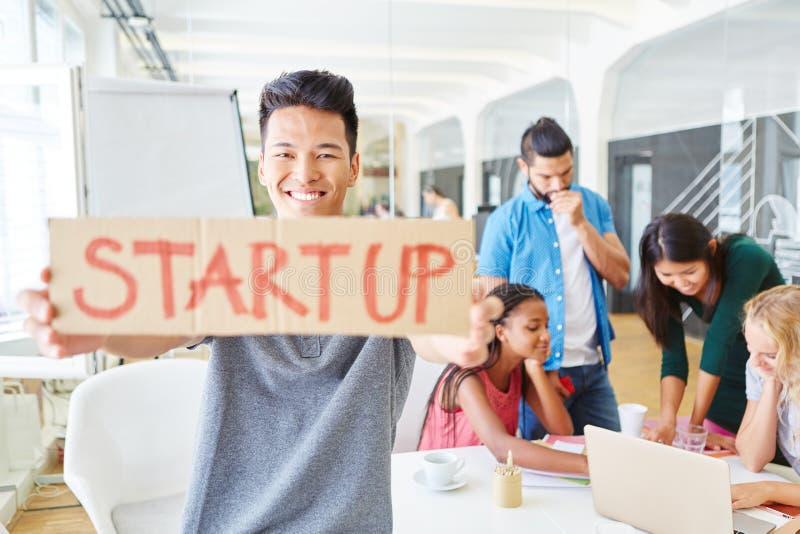 Start-up основатель с командой дела стоковое изображение