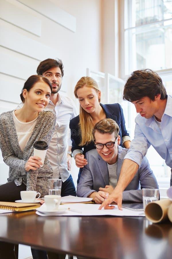 Start-up lag på det konsulterande mötet arkivfoto