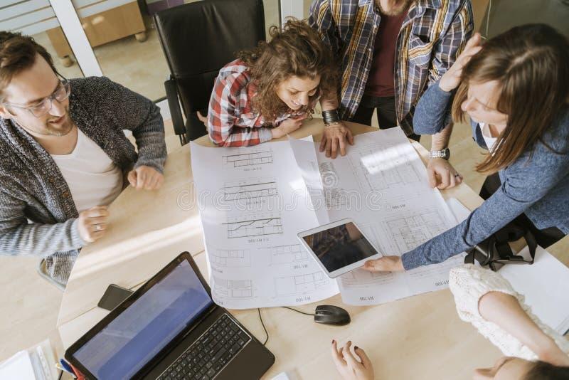 Как работать командой на фрилансе фрилансер юрист сайт