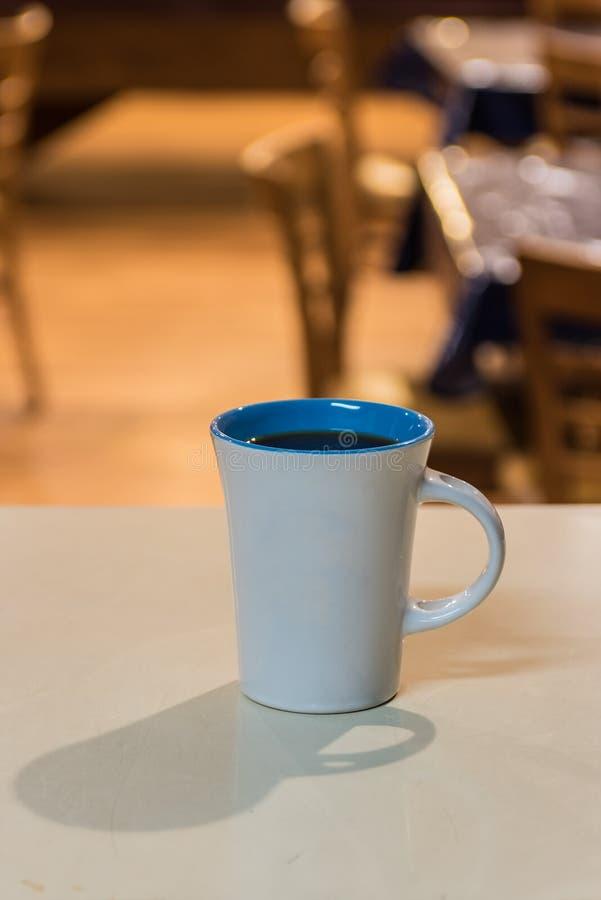 Starta dagen med en kopp av Joe arkivfoto