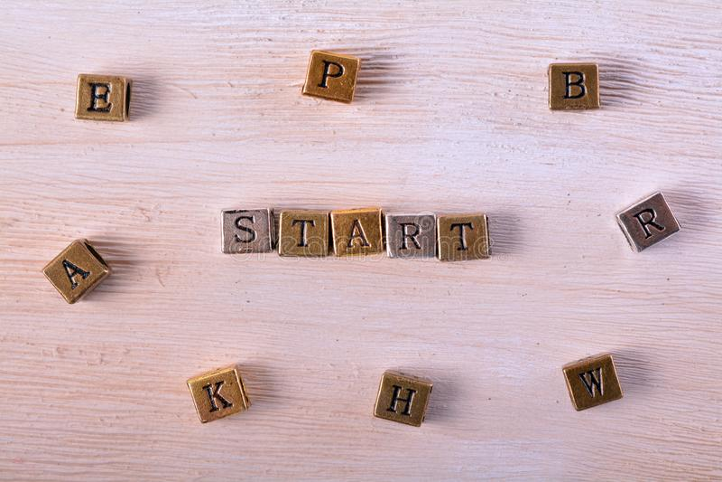 Starta ordmetallkvarteret arkivfoton