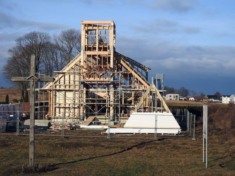 Startade att bygga katolska kyrkan, Litauen arkivbild