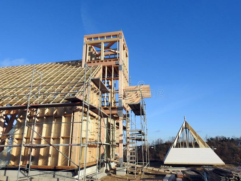 Startade att bygga katolska kyrkan, Litauen royaltyfri bild