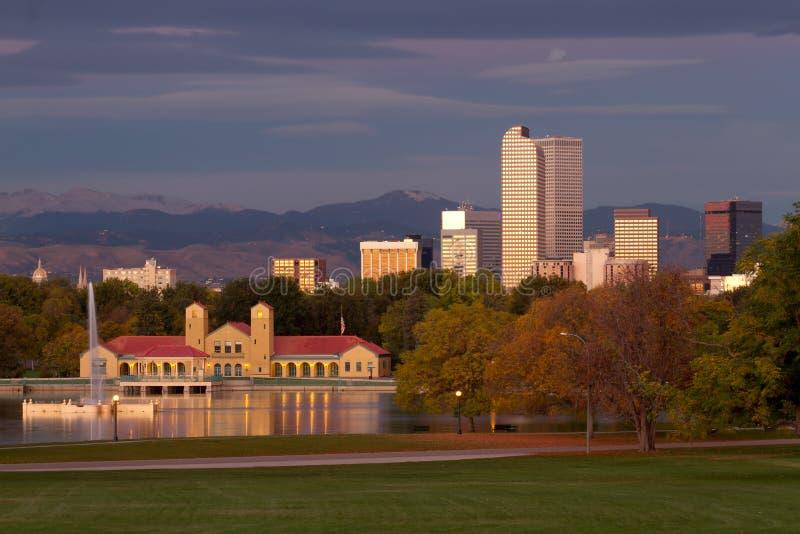 Starten av morgonen på Denvers stad parkerar royaltyfri bild