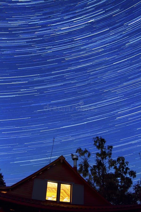 Startrails в ноче стоковая фотография