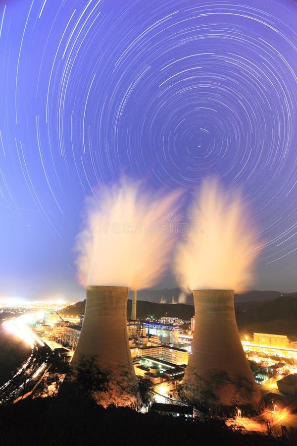 Startrails all'acciaio del capitale di Pechino fotografie stock