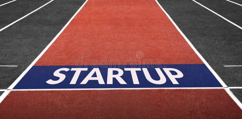 Startup концепция дела, присутствующая на линии старта стоковая фотография