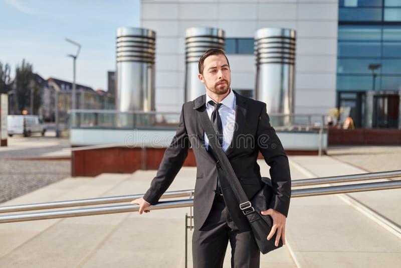 Startup основатель с сумкой плеча стоковые изображения rf