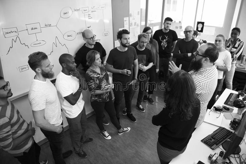 Startup affär Team Brainstorming på möteseminarium royaltyfri foto