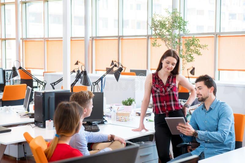 Startup arbete för grupp för affärsfolk royaltyfri bild