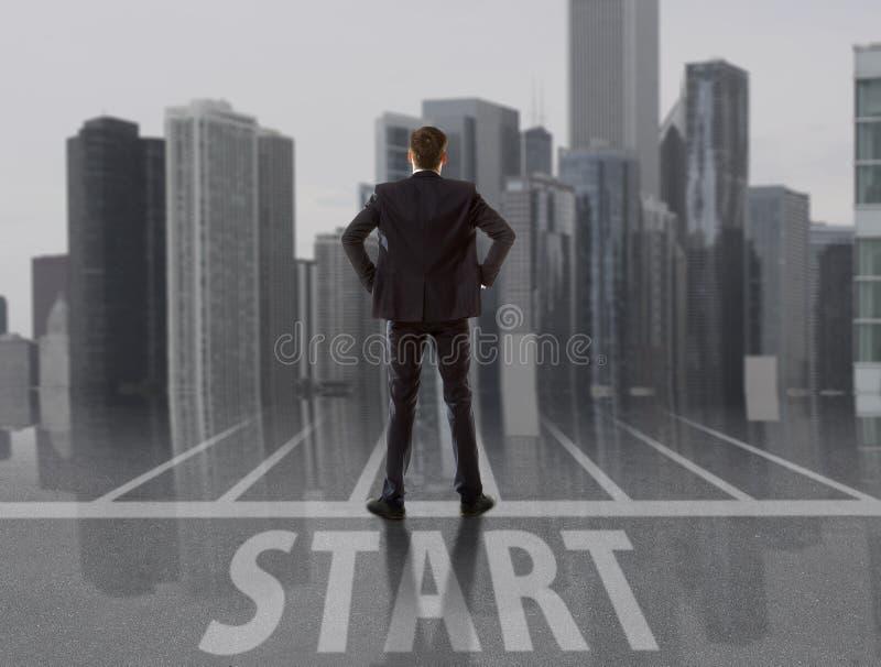 startup Homme d'affaires regardant la ville photo stock