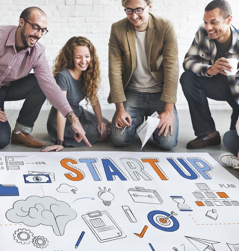 Startup nytt begrepp för affärslanseringsutveckling royaltyfri fotografi