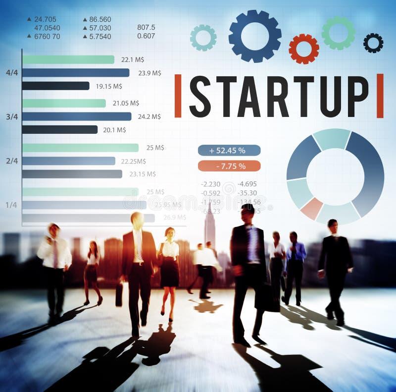 Startup nytt begrepp för utveckling för affärstillväxtframgång arkivbild