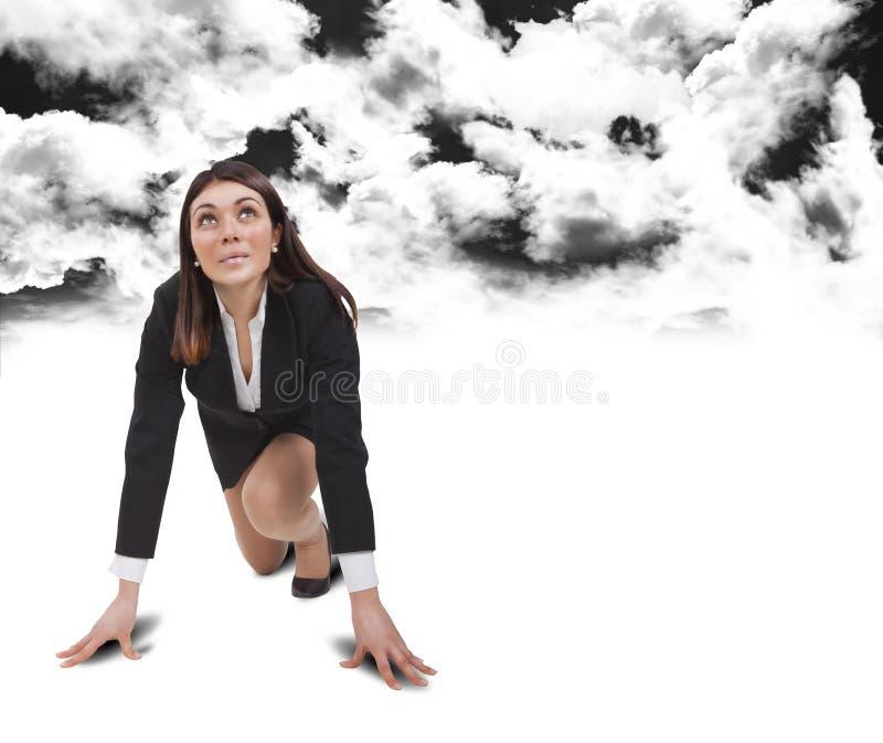 Startvrouw onder zwarte wolken royalty-vrije stock fotografie