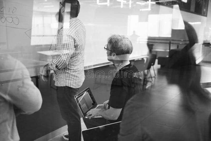Startzaken Team Brainstorming op Vergaderingsworkshop royalty-vrije stock foto's