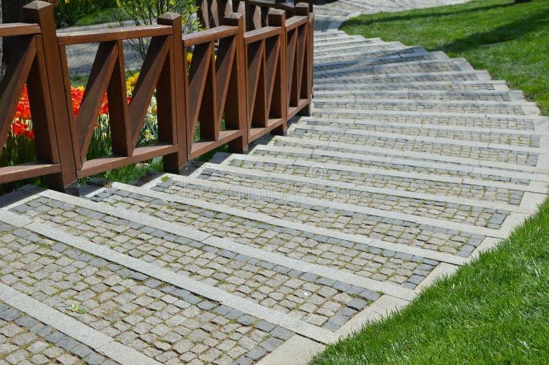 Starway und Bretterzaun auf Emirgan-Park in Istanbul lizenzfreie stockfotografie