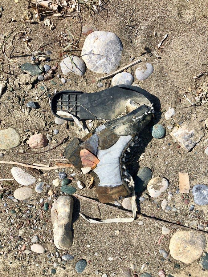 Stary łamający but obraz stock