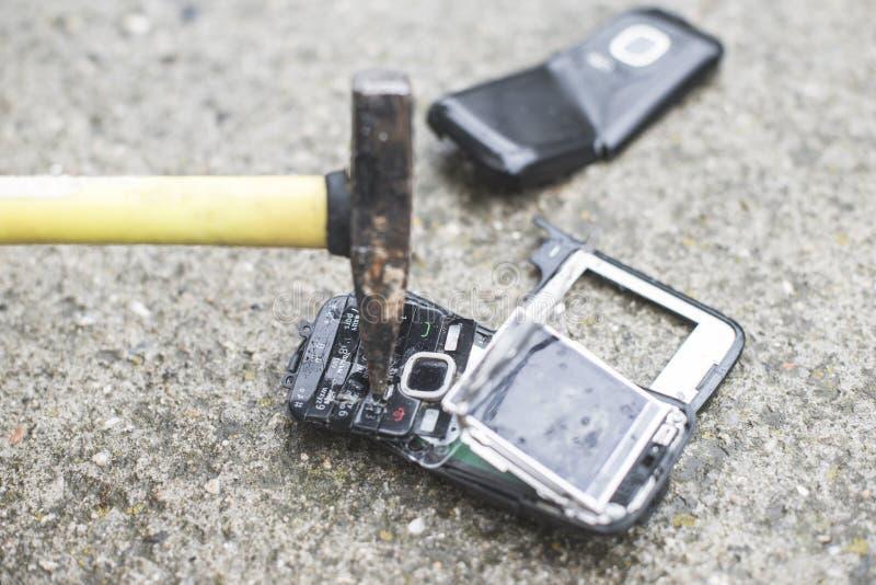 Download Stary łamający Telefon Komórkowy Obraz Stock - Obraz złożonej z ekran, glassblower: 53776285